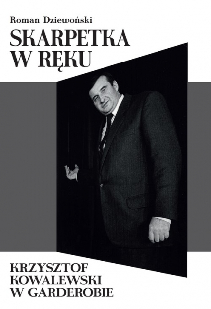 Skarpetka w ręku Krzysztof Kowalewski w garderobie - Roman Dziewoński   okładka