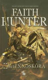 Zmiennoskóra - Faith Hunter | mała okładka