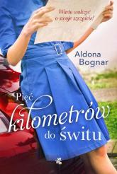 Pięć kilometrów do świtu - Aldona Bognar | mała okładka