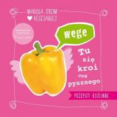 Wege tu się kroi coś pysznego Przepisy na smaczne i szybkie w wykonaniu wegańskie dania dla całej rodziny - Mariola Streim | mała okładka