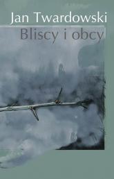 Bliscy i obcy - Jan Twardowski | mała okładka