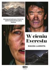 W cieniu Everestu - Magda Lassota | mała okładka
